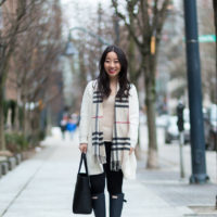 casual weekend outfit - hunter boots braided sweater